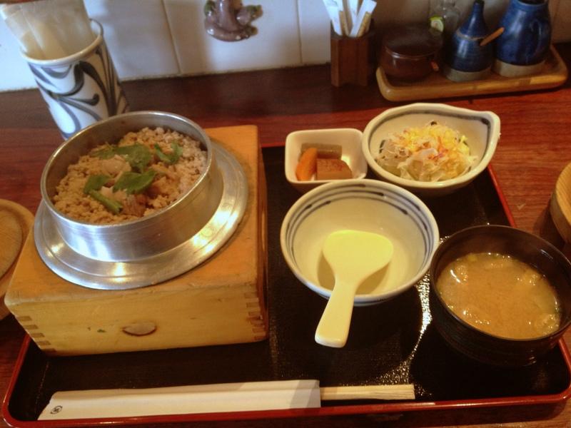 焼鳥屋か釜飯屋か分からないからとり釜飯を食べよう 根津の店「松好(まつよし)」さん