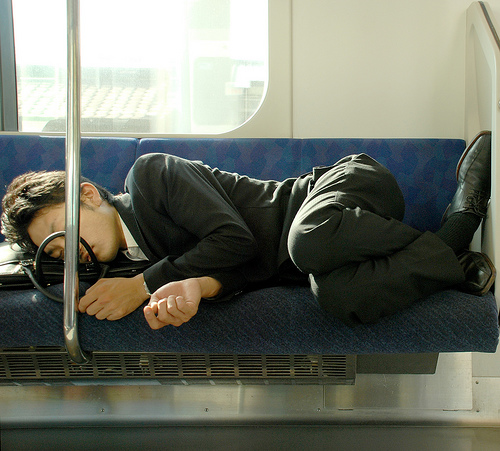 電車で昼寝