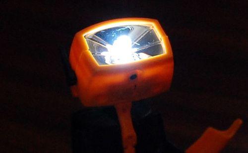 【レビュー】なんか愛嬌のある変形ロボットは、実はLEDライトなんだごめん「LED変形ロボット」