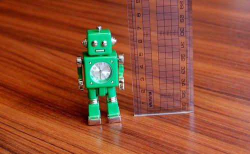 おもちゃのロボット (2)