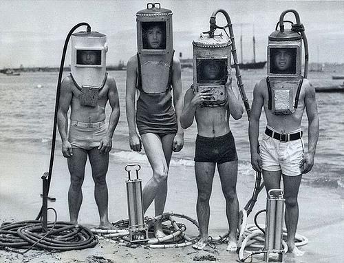 昔の潜水服?
